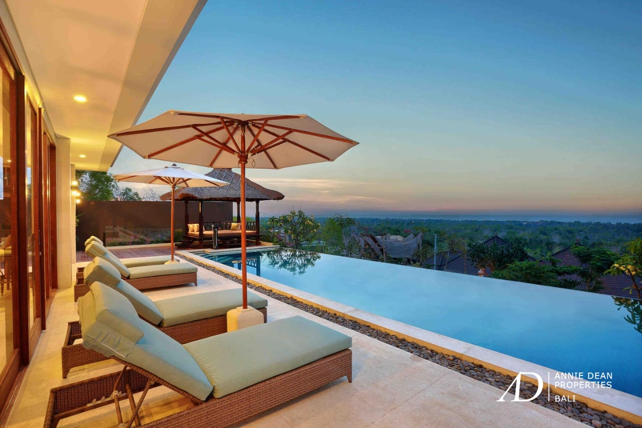 3 BEDROOMS VILLA PERCHED ON THE HILL SIDE WITH AMAZING VIEW