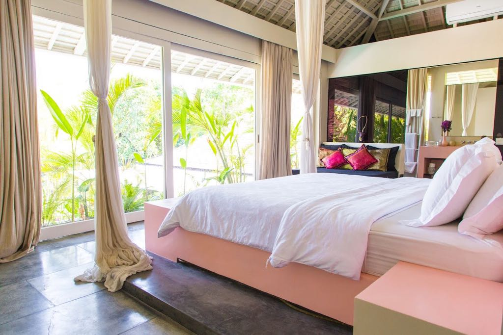 FIVE BEDROOMS MODERN STYLE VILLA WITH CHIC PINK INTERIORS