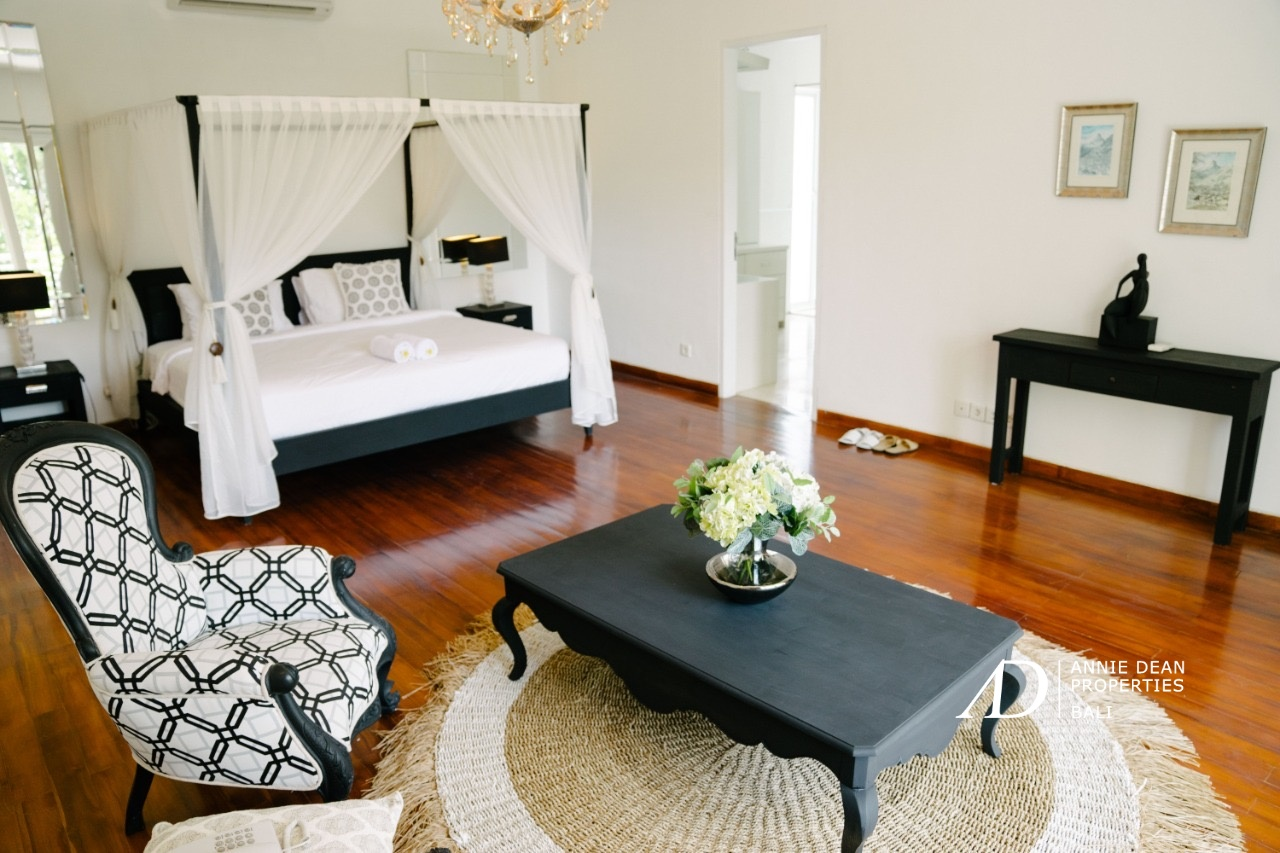COLONIAL LUXURY VILLA 100M FROM THE BEACH