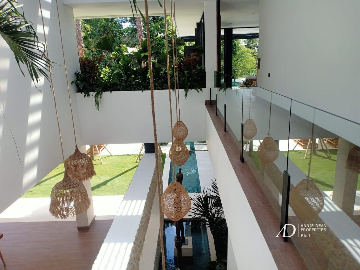 STUNNING HIGH-END MODERN DESIGN LUXURY VILLA