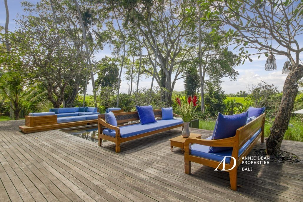 5 BD VILLA IN THE MIDDLE OF NATURE - 500 M TO THE BEACH